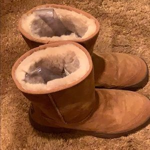 UGG Shoes - Khaki Ugg Boots 🥾